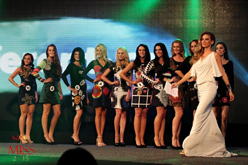Spettacolo diverso Fonte: Official Facebook CS Miss 2015