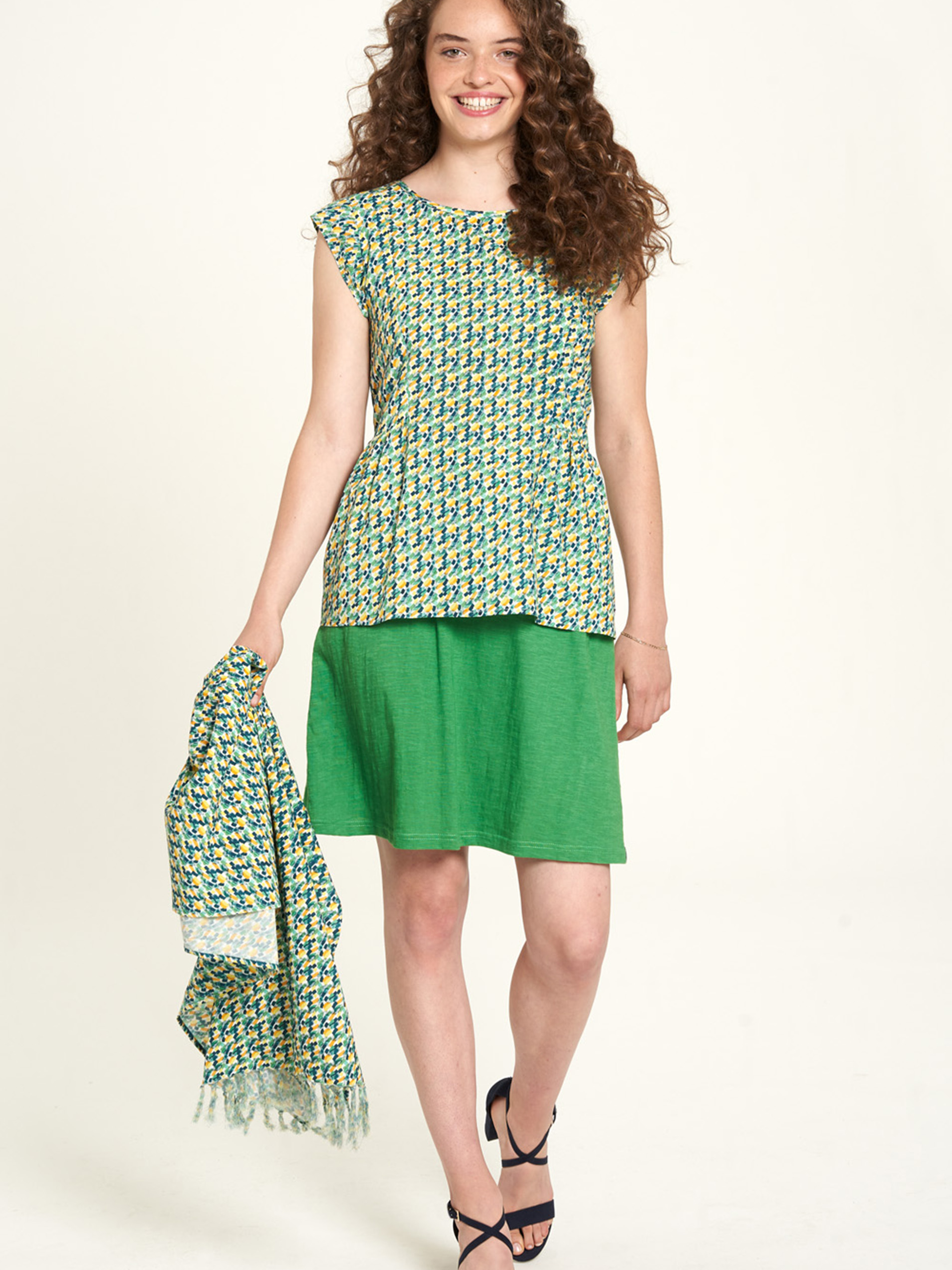 Tranquillo verde camicetta con motivo