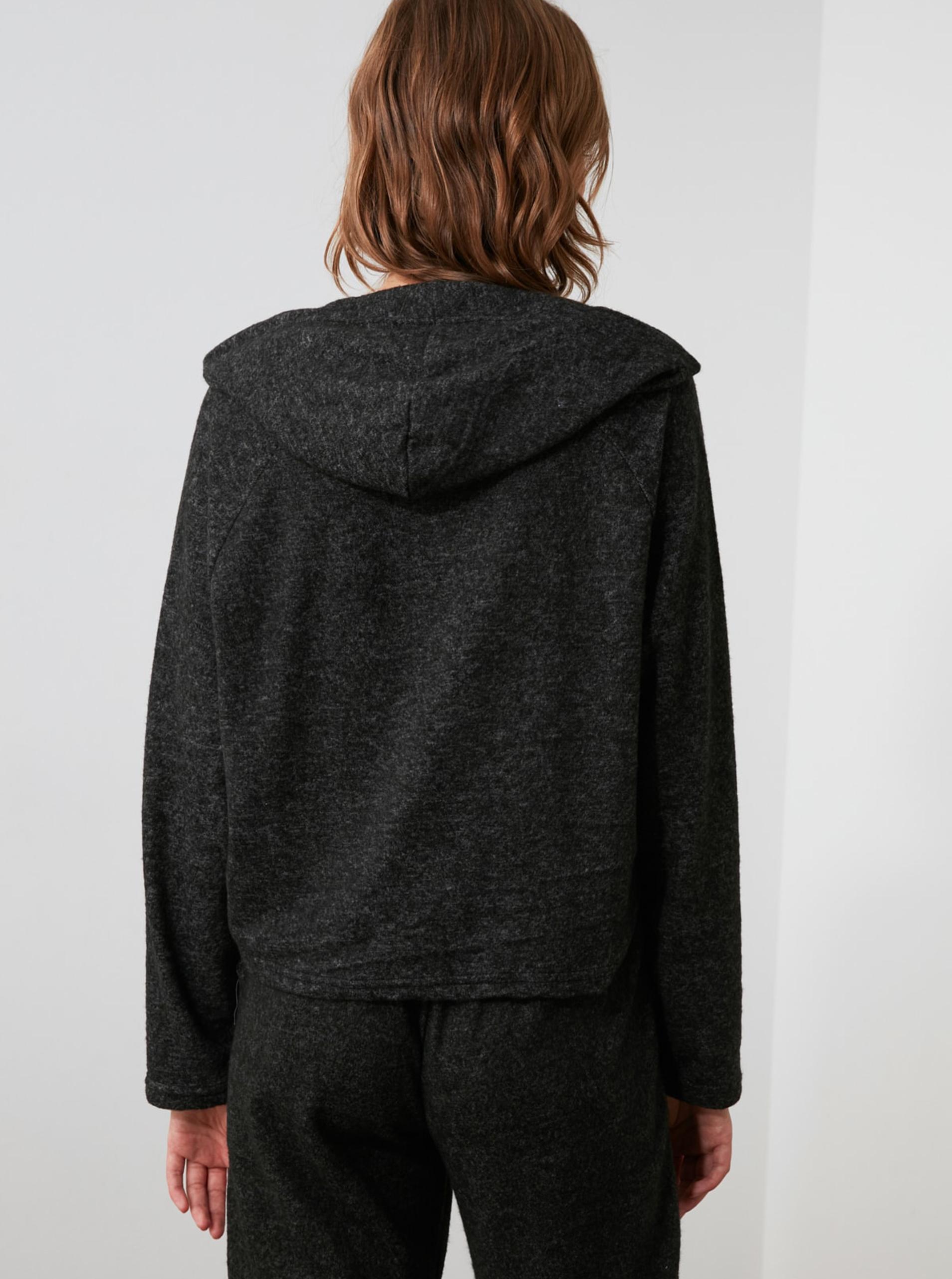 Maglietta ampia da donna nera con cappuccio Trendyol
